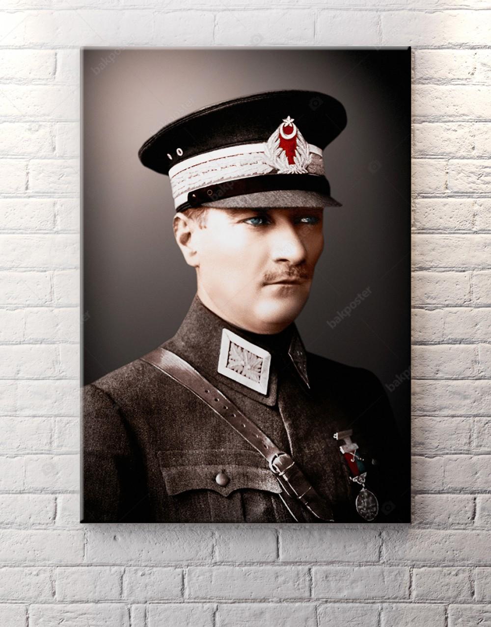 Atatürk Üniformalı Renkli Kanvas Tablo