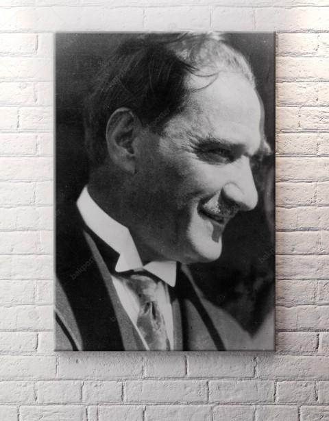 Atatürk Gümülseyen Kanvas Tablo