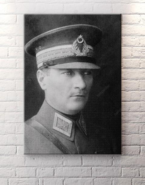 Mustafa Kemal Atatürk Üniformalı Kanvas Tablo